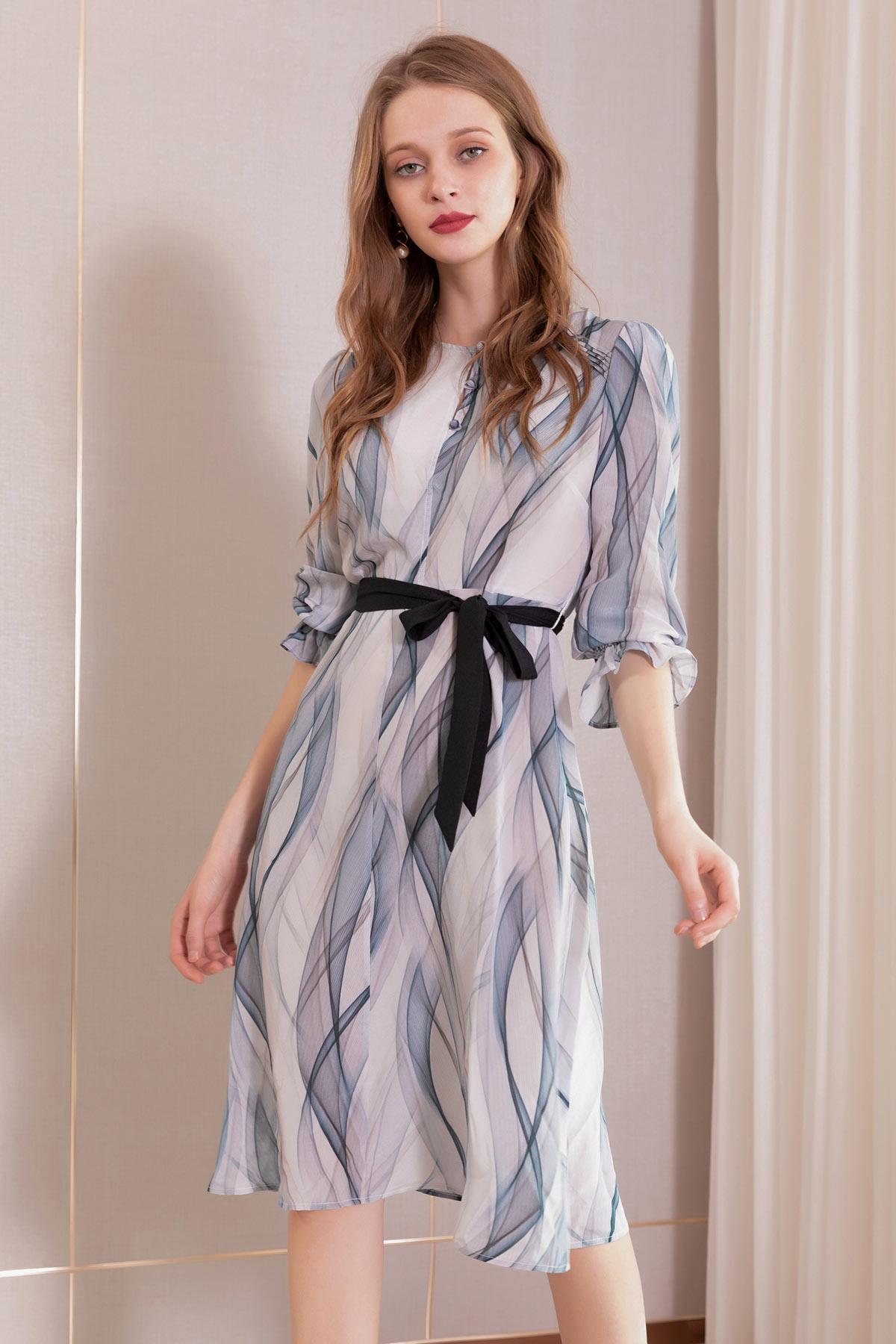 robe d'été courte imprimée avec manche courte à ceinture noire