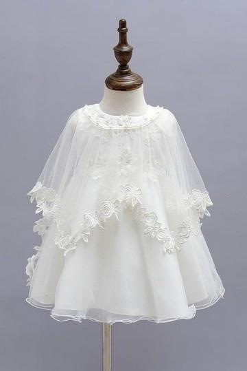 robe de bapême blanche appliquée de fleurs