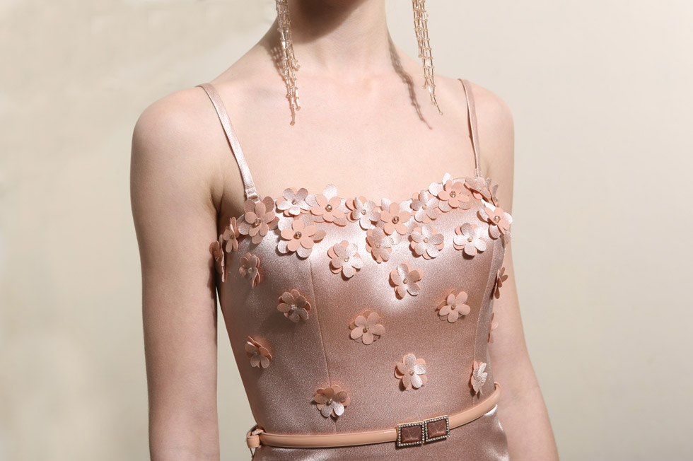 robe de soirée fourreau orné de fleurs