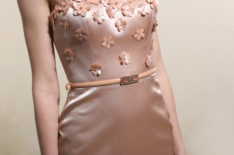 robe de réveillon avec ceinture orné de strass