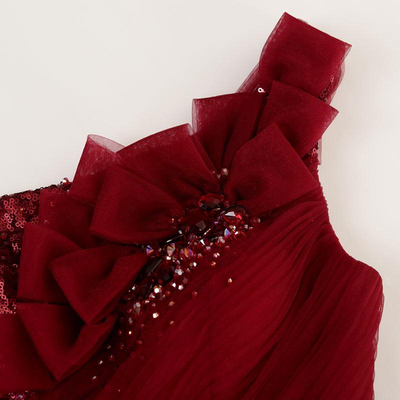 robe de mariée de soirée ornée des noeuds et des perlettes à une épaule