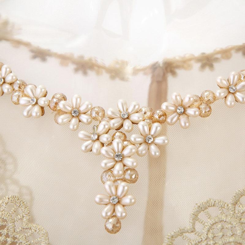 robe de cérémonie encolure perlée