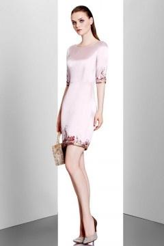 Robe rose fourreau bordée de fleurs à manche courte pour mariage