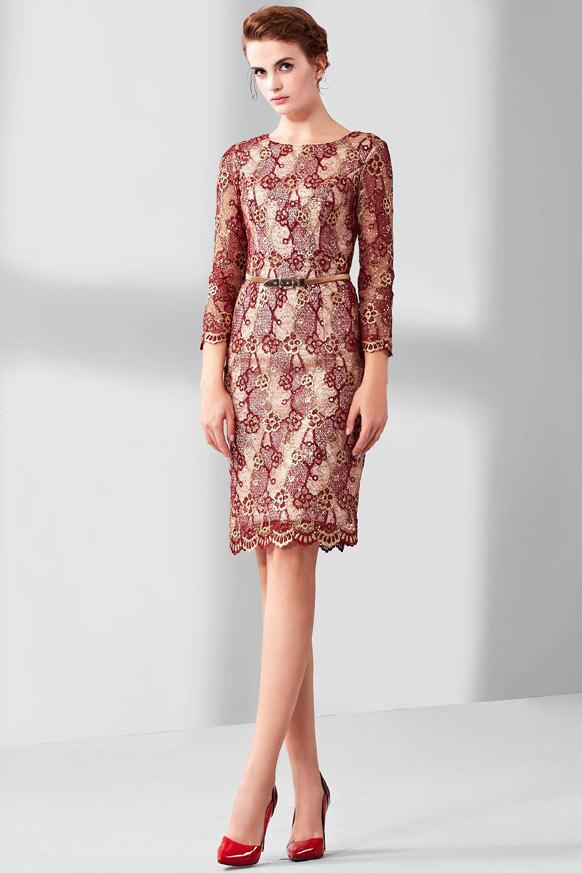 robe de soirée courte en dentelle guipure bordeaux avec manches