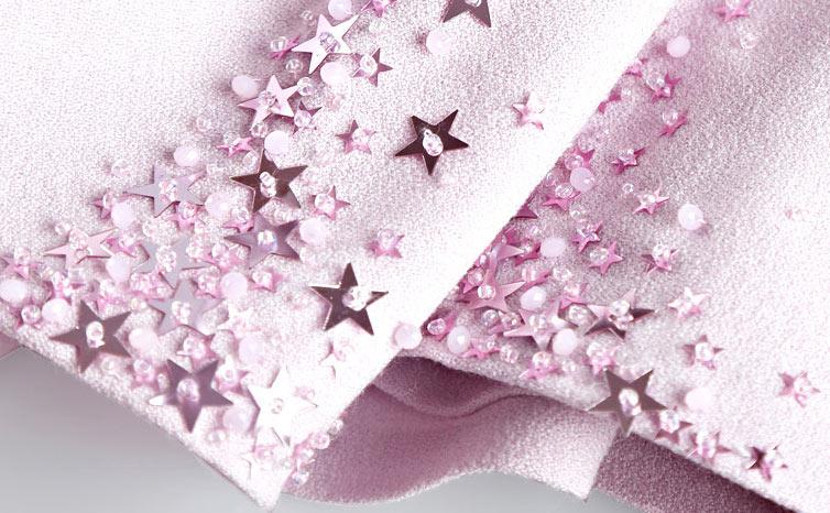 3013f2f68fb Robe soirée rose minimalisme sirène agrémentée de bijoux ...