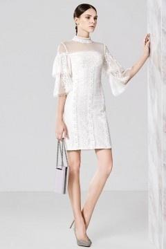 Robe blanche haut ajourée en dentelle col montant à manche doublée