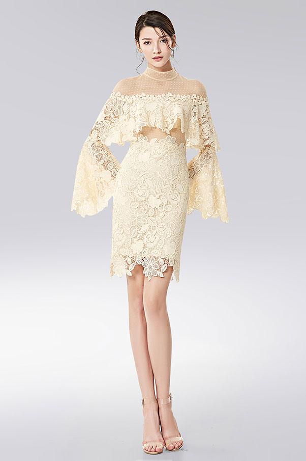 robe cocktail courte bohème chic en plumetis & dentelle écru manches évasées pour mariage