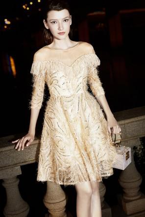 Petite robe bal chic courte col illusion à sequins et franges avec manches