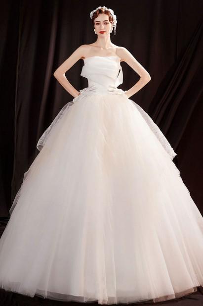 Robe de mariée princesse bustier drapé manche bardot asymétrique
