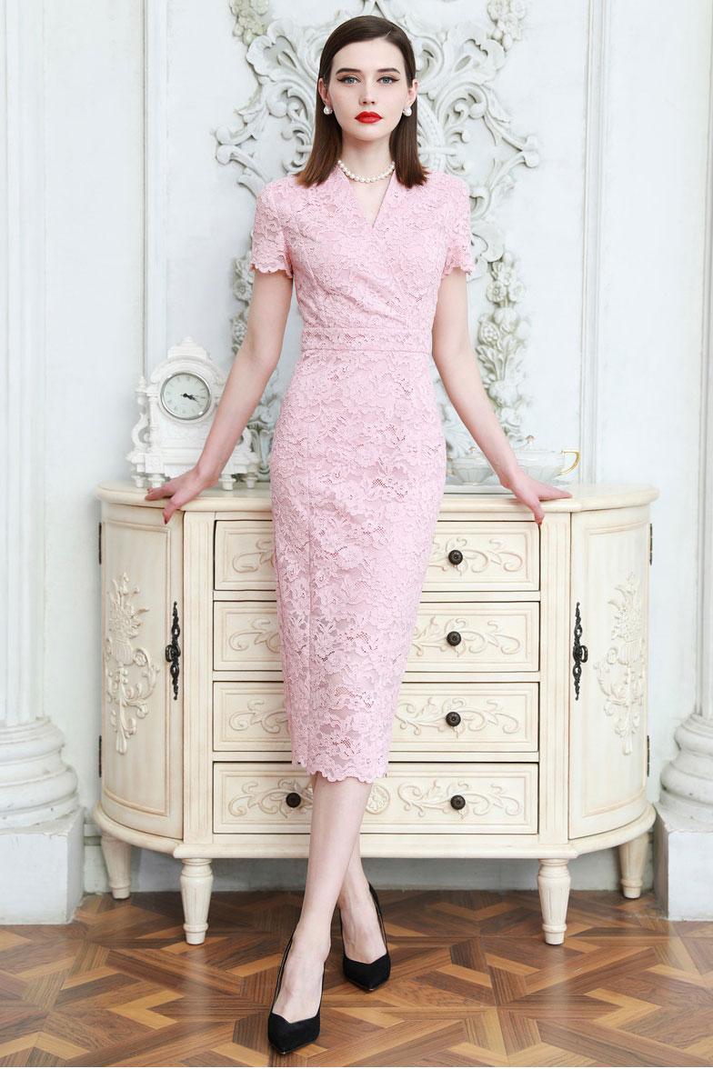 robe de soirée rose fourreau mi-longue cache-coeur en dentelle avec manches courte