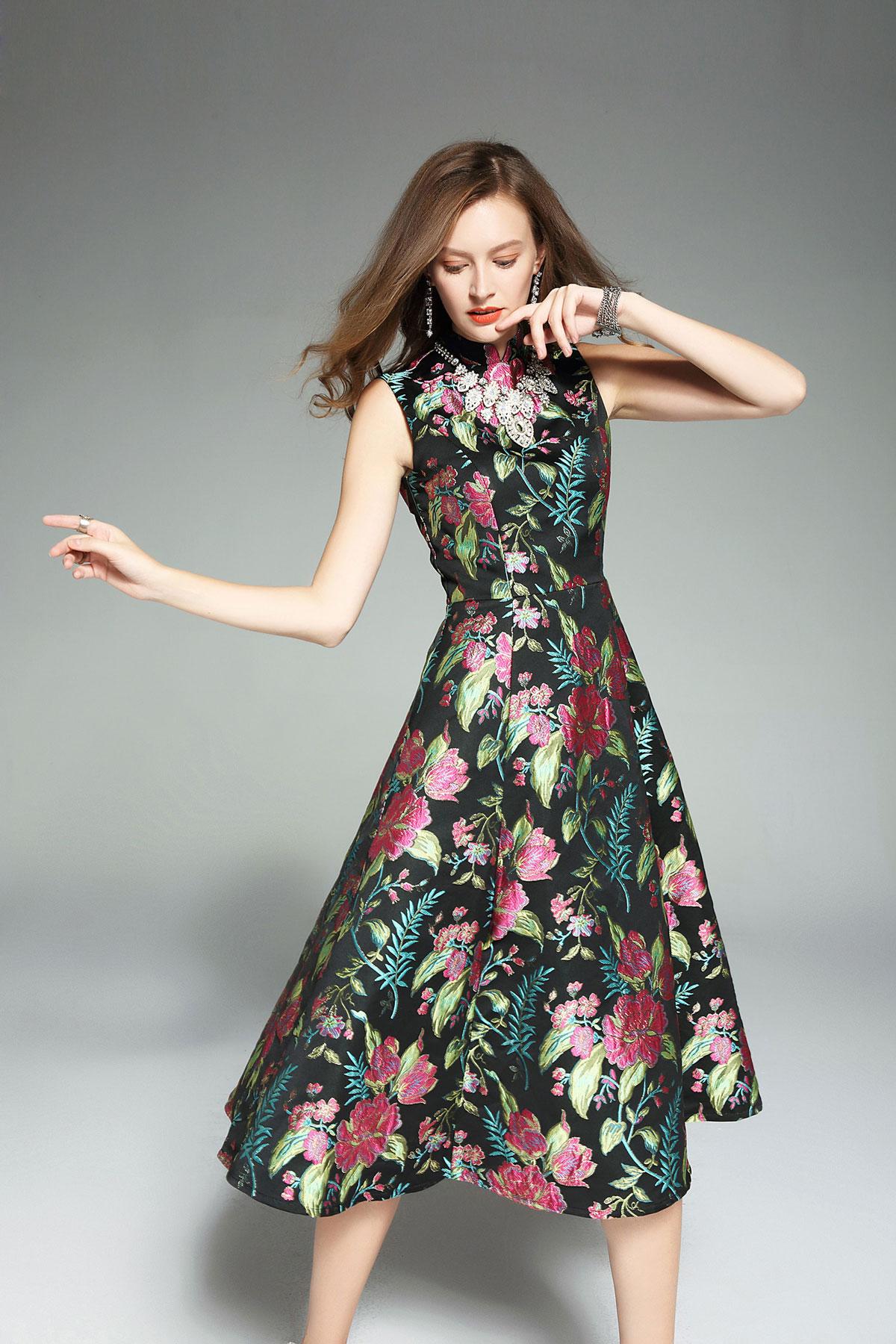 robe de soirée mi-longue noire col haut brodé de fleurs