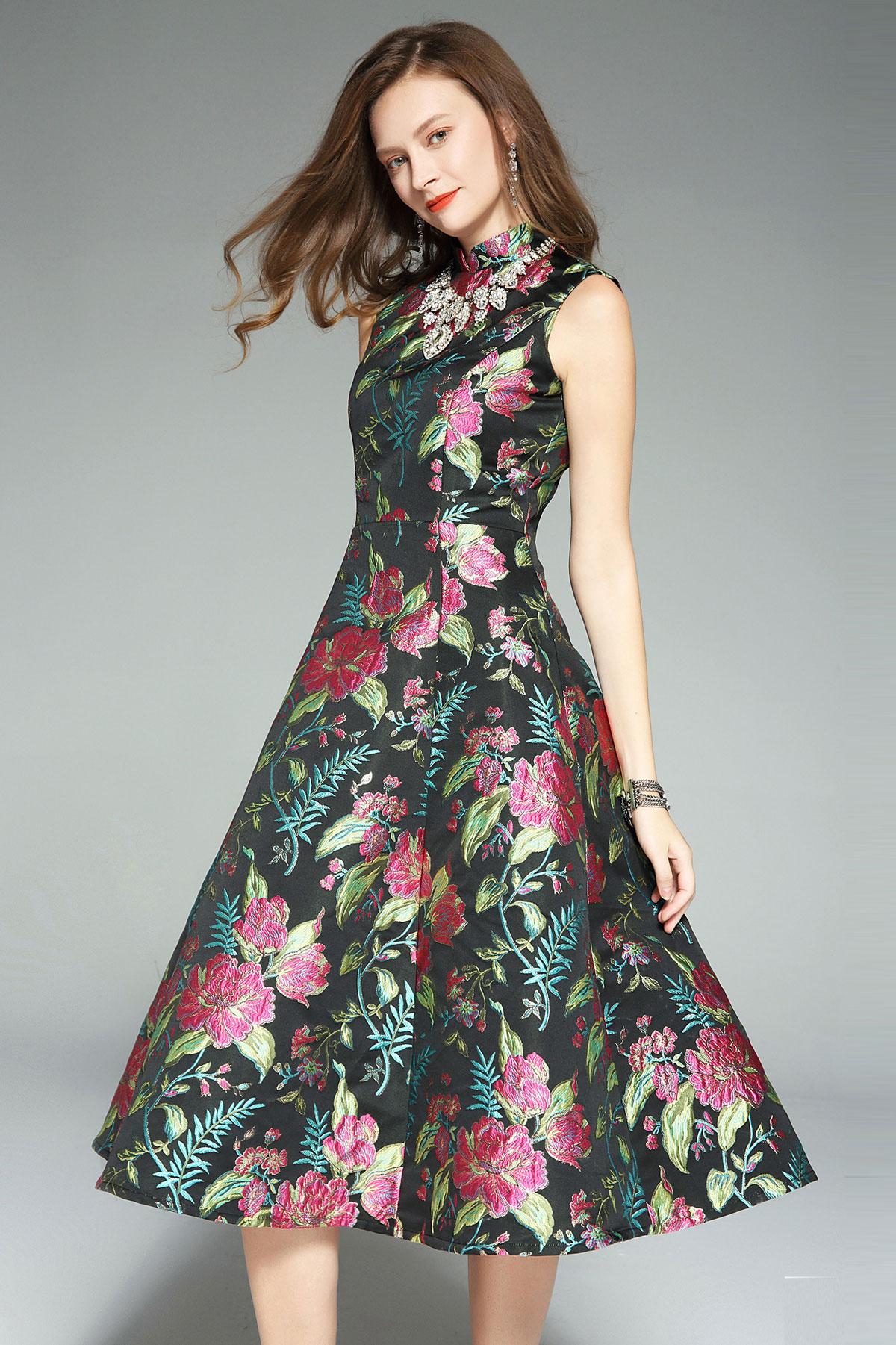 robe de cocktail noire mi-longue col montant brodée de fleurs