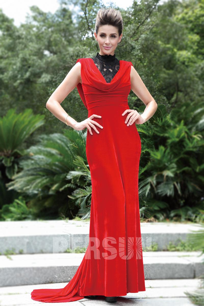 robe de soirée rouge en velours moulante col haut en dentelle noire