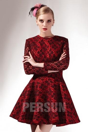 Petite robe rouge dos découpe manches longues en dentelle florale vintage