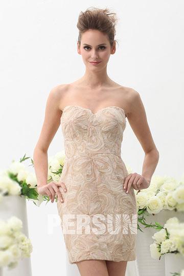 Petite robe meringue en dentelle 3D bustier coeur