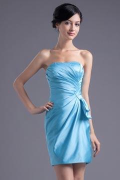 Courte robe de cocktail bleu ruchés obliques à nœud papillon en satin élastique
