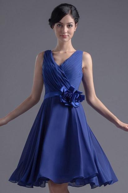 Robe demoiselle d'honneur bleu en mousseline ornée de fleur à la ceinture