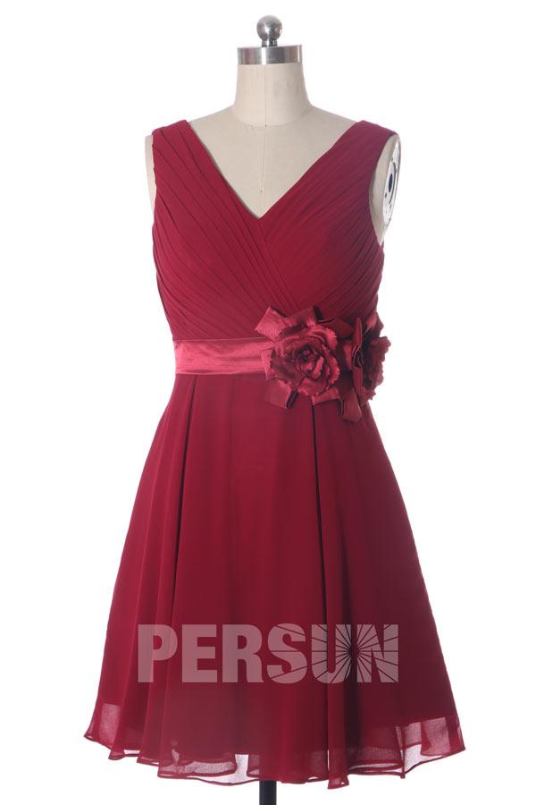 Robe courte aux genoux Bordeaux col V ornée de fleur à la ceinture