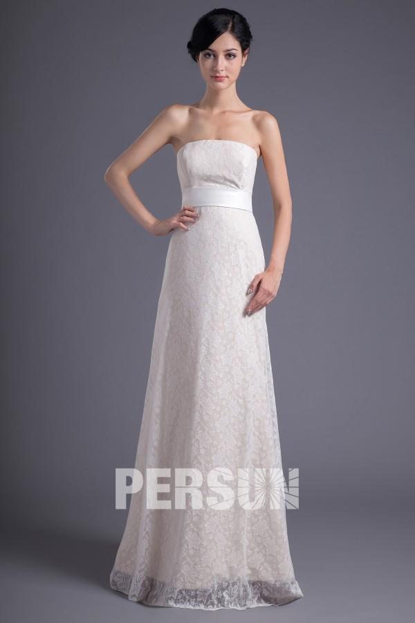 Robe blanche délicate en dentelle pour soirée ou mariage