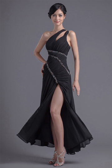 Sexy robe de cocktail noire avec fente latérale ornée de paillettes asymétrique