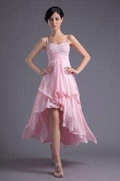 Robe de bal rose courte devant longue derière ornée de bijoux avec bretelle fine