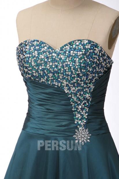 Robe de bal bustier décolleté en cœur sans bretelle ornée de bijoux et paillette