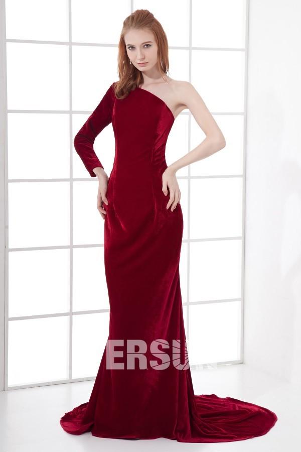 Robe soirée rouge à traîne chapel avec une manche longue