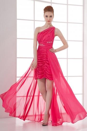 Robe rouge de cocktail encolure asymétrique ornée de paillette