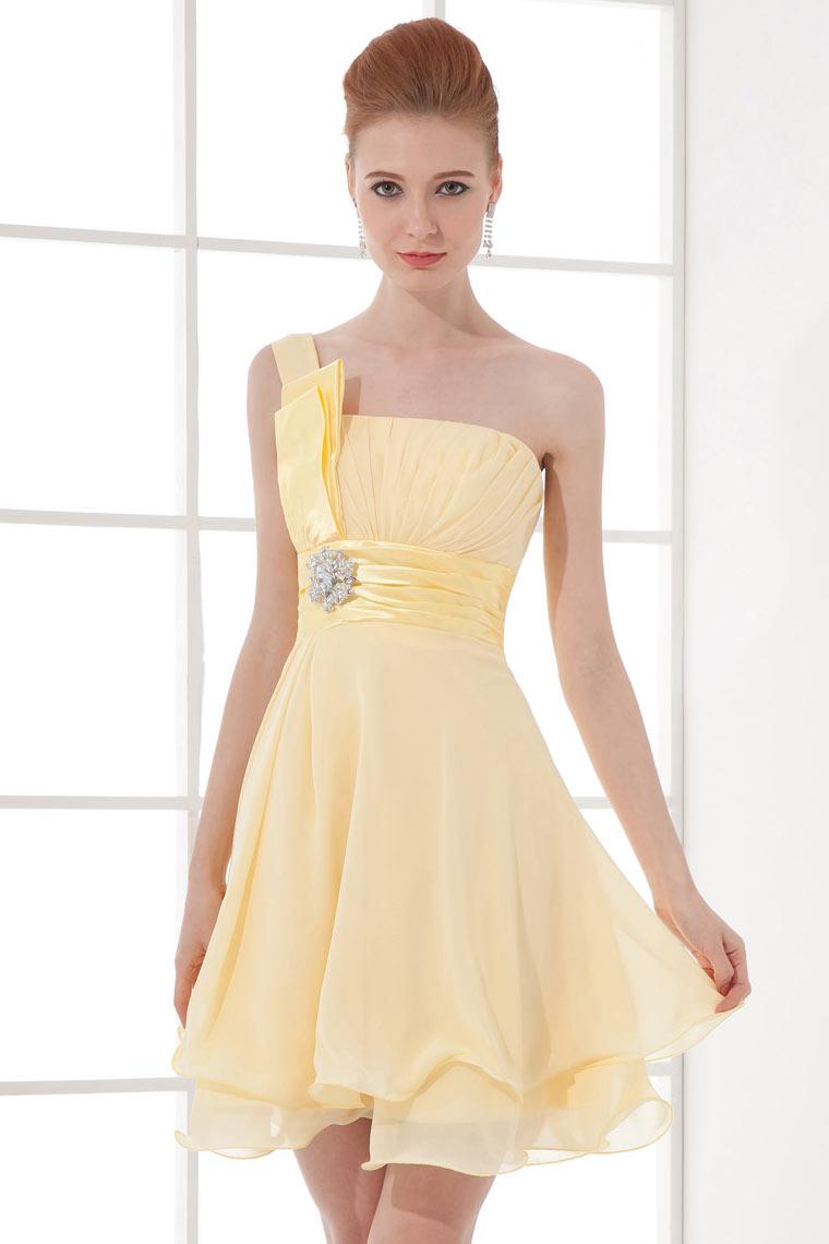 Petite robe rose plissée asymétrique taille empire ornée de strass