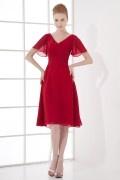 Robe courte rouge col en V avec manche courte ruchée