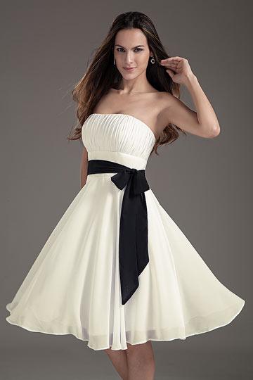 7abfe040c050 Robe demoiselle d honneur bustier accessoirisée d une ceinture noire