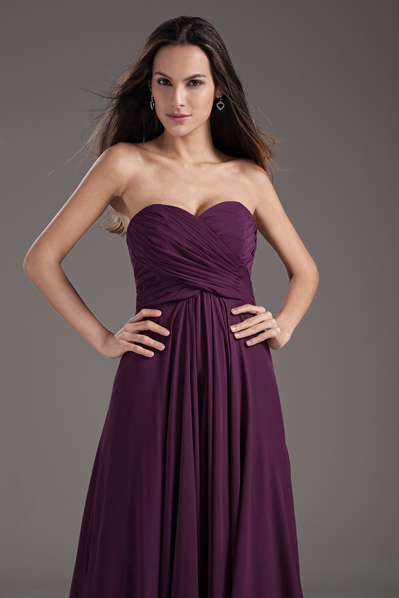 Elégante robe violette plissée bustier cœur