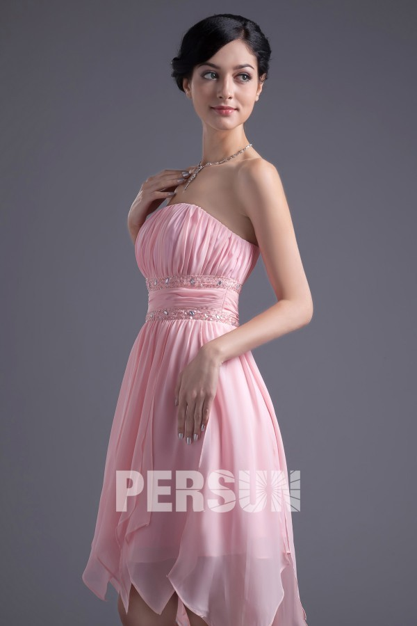 Robe de bal rose courte bustier drapé taille strassée