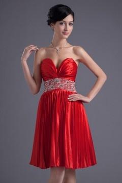 Robe de soirée courte en satin élastique rouge bustier ruché jupe plissé