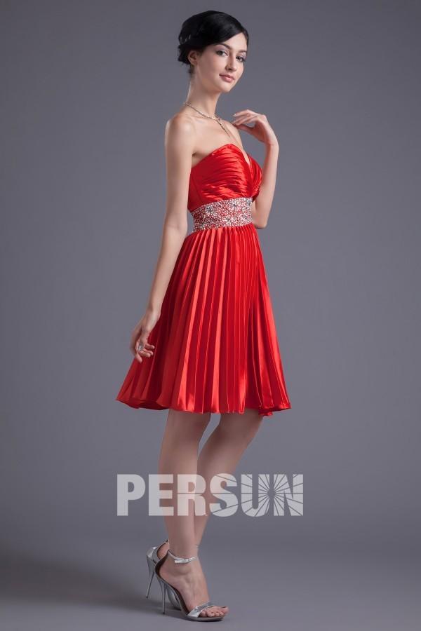 Robe demoiselle d'honneur plissée courte ornée de strass et paillettes