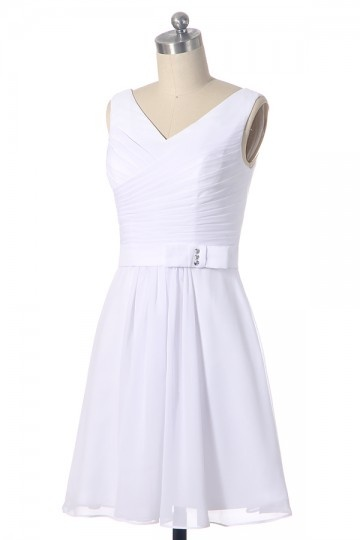 Robe de cocktail rose pâle courte moulante col V en mousseline