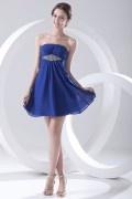 Robe bleu courte de cocktail bustier ornée de bijoux