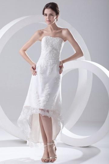 Robe de mariée plage bustier coeur ornée d'applique