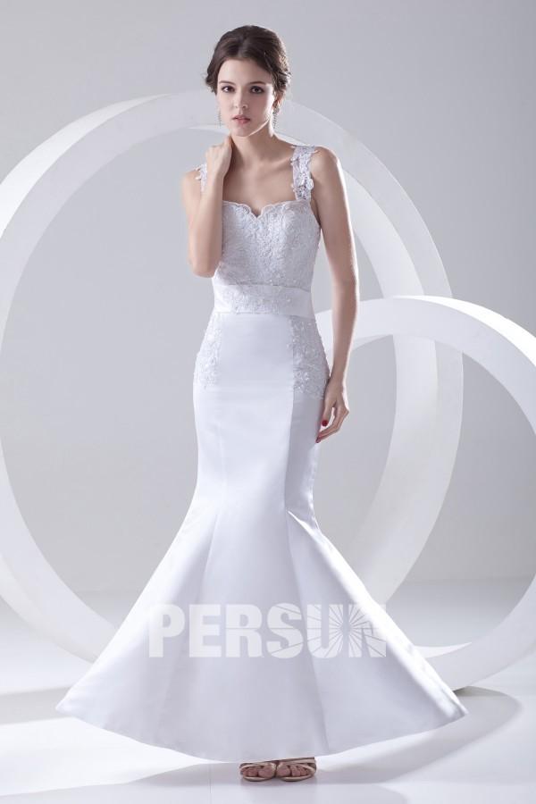 Robe de mariée sirène décolleté en coeur ornée d'applique