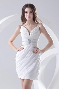 Robe blanche de soirée col V courte fourreau