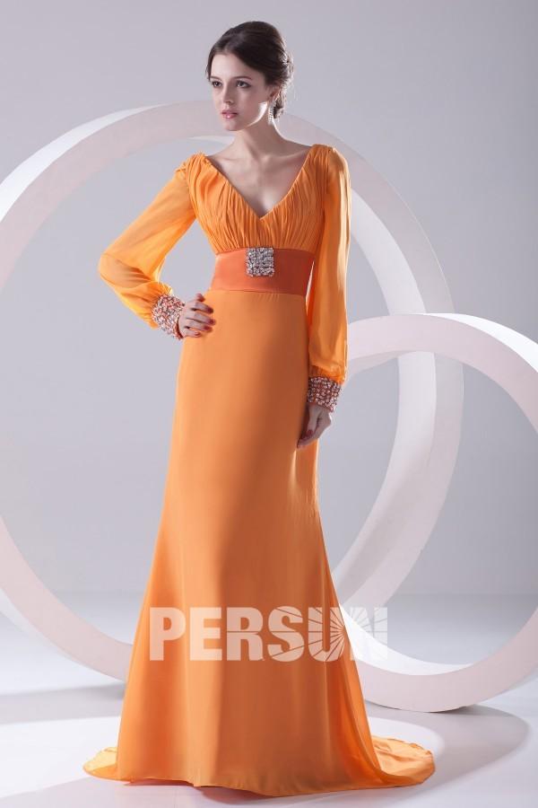 robe de soirée longue orange col v plissé avec manches longues embelli de strass