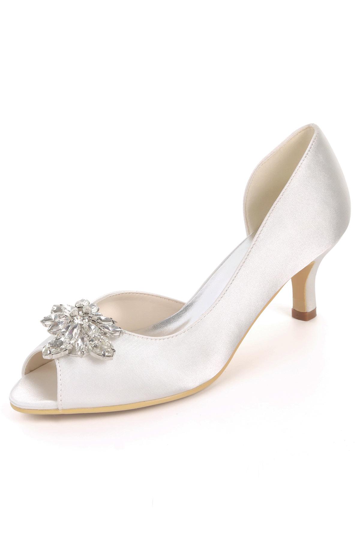 chaussure de mariage blanche à talon moyen embelli de strass et de perle